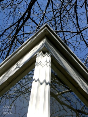 Farnsworth House by Mies van der Rohe - vertical column and plate glass window detail